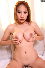 Sexy Asian Victoria looks great 03