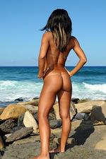 Bikini pleasure babe 00