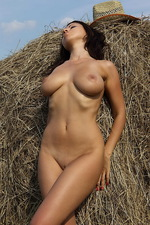 Mila Stack of straw 03