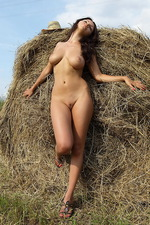 Mila Stack of straw 10