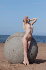Freja Concrete Ball  03