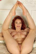 Rachel Fox Spreads Her Sexy Legs 02