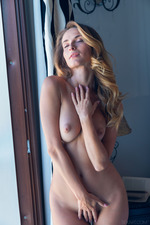 Glamour Cara Mell Flashes Her Natural Beauty Tits 20