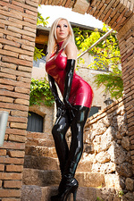 Latex Princess Susan Wayland 01