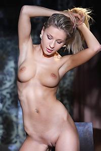 Hot Blonde Candice