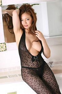 Gorgeous Asian Girl Mieko Arai