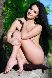 Hot Teen Lola Marron Naked In The Nature