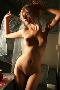 Kira W In Erotic Art Pics